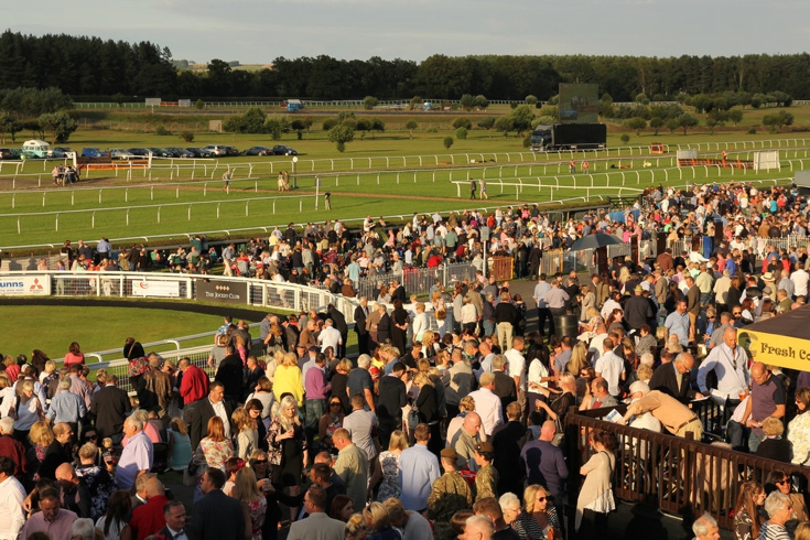 Crowds at Market Rasen